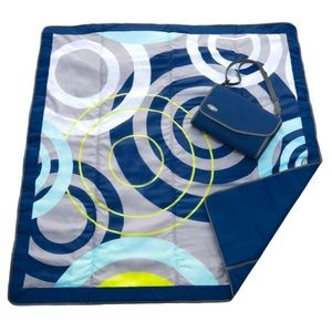 NWT: JJ Cole Outdoor Blanket, 5x7 - Blue Orbit